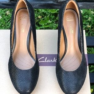 f203e25b9a2 Clarks Shoes - Clarks Brier Dolly faux snake classic pumps 9 Med